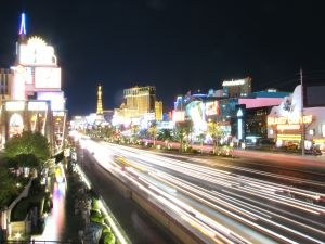 486345_las_vegas_by_night_300